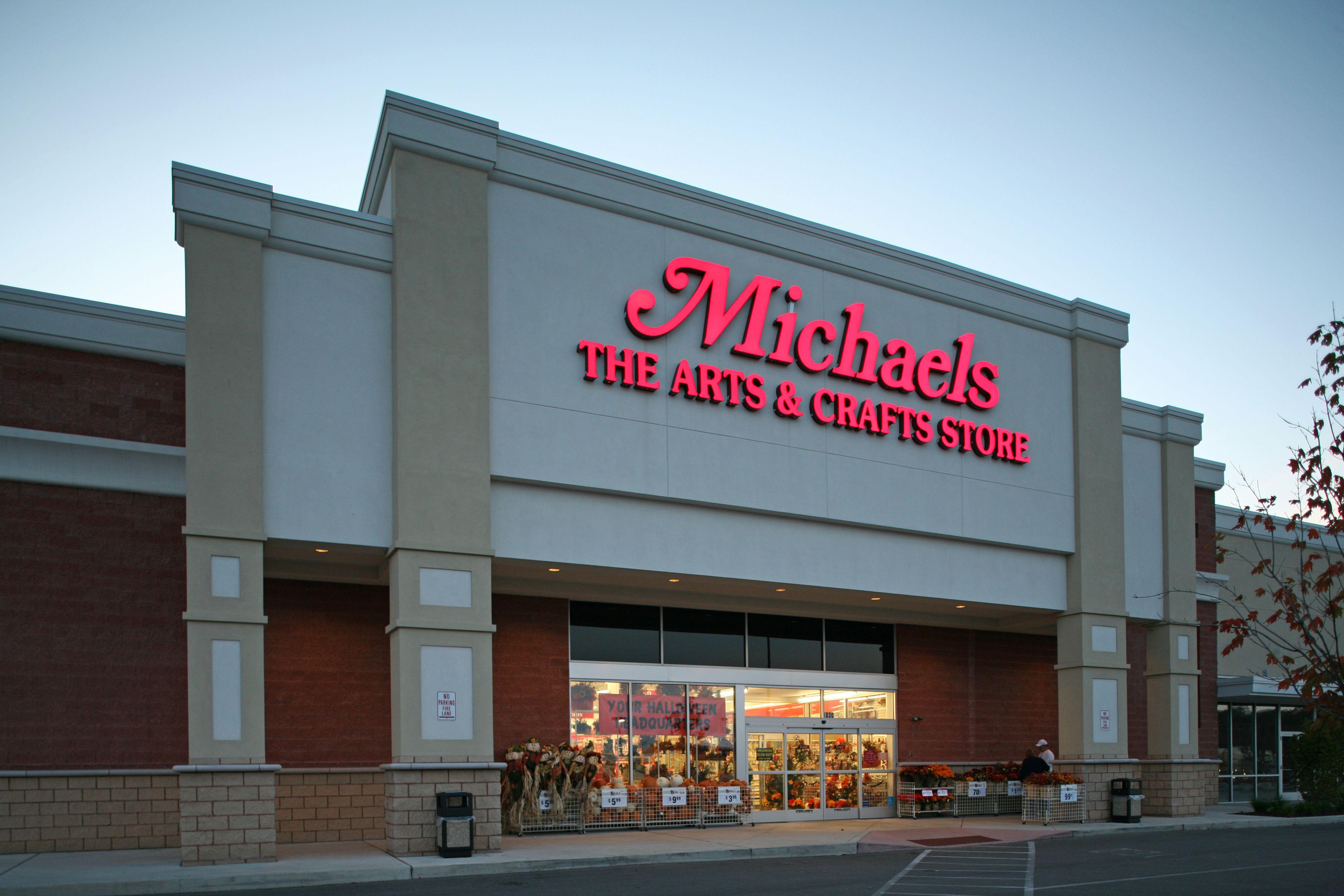 michaels craft store exterior shot